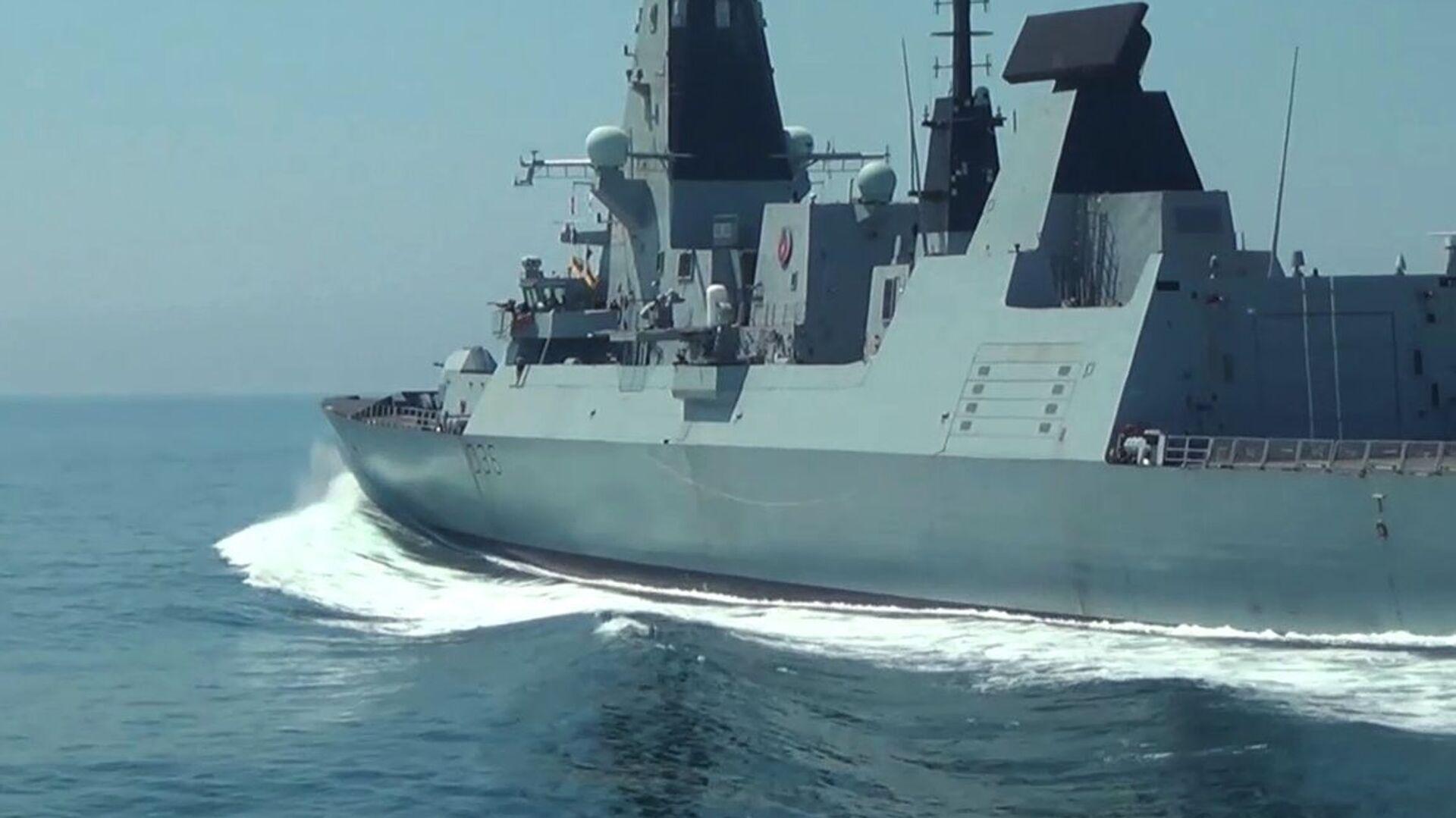 Эсминец Defender ВМС Великобритании в районе мыса Фиолент - Sputnik Узбекистан, 1920, 02.07.2021
