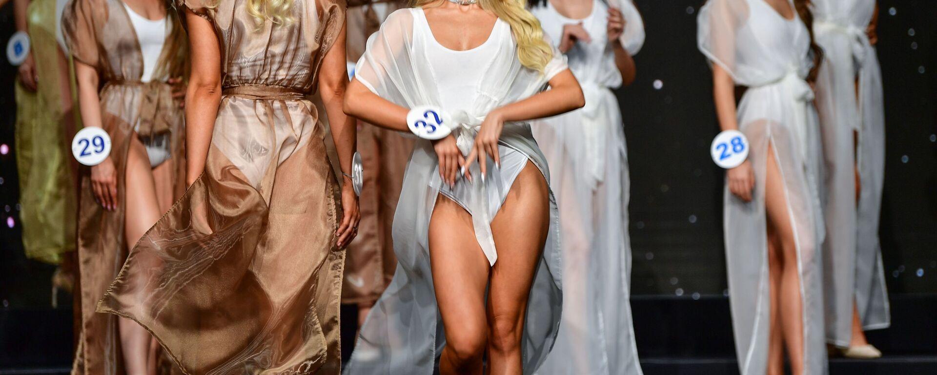 Участницы во время 25-го юбилейного конкурса красоты Мисс Москва 2021 в театре Et Cetera - Sputnik Ўзбекистон, 1920, 02.07.2021