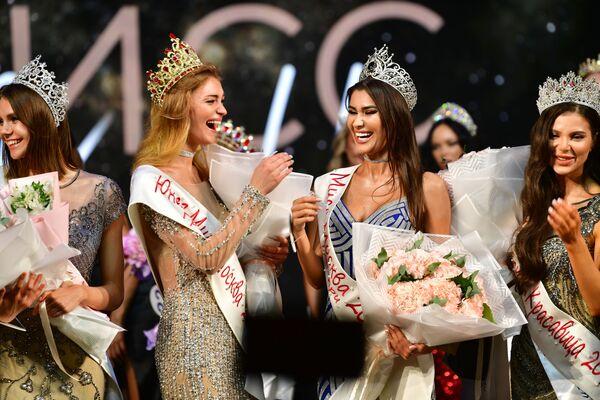 """""""Miss Moskva -2021"""" maqomi va toj 23 yoshli Alya Salamovaga nasib qildi.  - Sputnik Oʻzbekiston"""