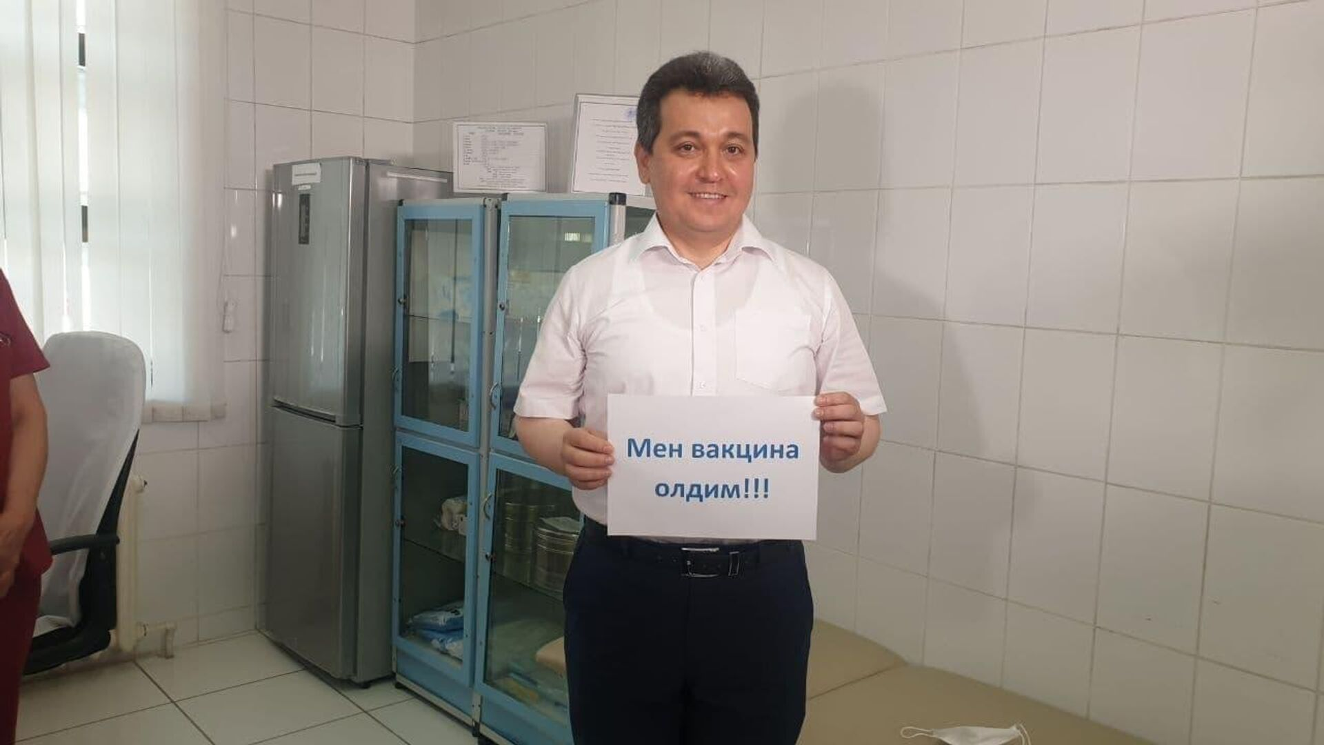 Министр народного образования Узбекистана Шерзод Шерматов вакцинировался от COVID - Sputnik Узбекистан, 1920, 02.07.2021