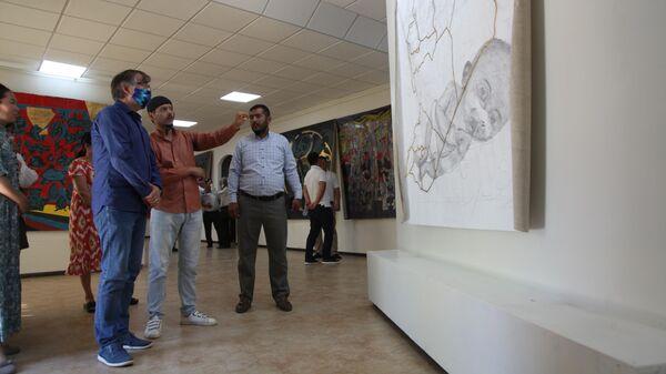 Выставка современного искусства Связи в Нукусе - Sputnik Узбекистан