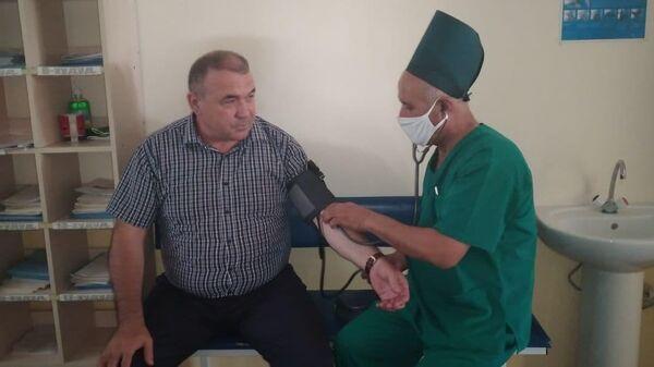 Министр Рахмат Маматов сделал первую прививку от коронавируса - Sputnik Узбекистан