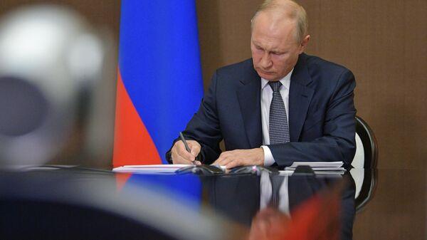 Prezident RF V. Putin - Sputnik Oʻzbekiston