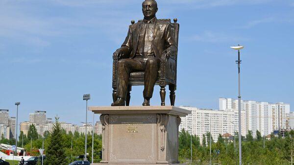 V Nur-Sultane ustanovili pamyatnik pervomu prezidentu Kazaxstana – Yelbasы Nursultanu Nazarbayevu. - Sputnik Oʻzbekiston
