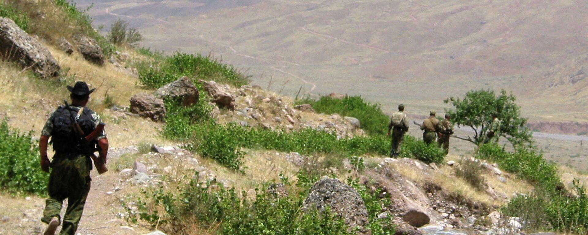 Таджикско-афганская граница  - Sputnik Узбекистан, 1920, 05.08.2021