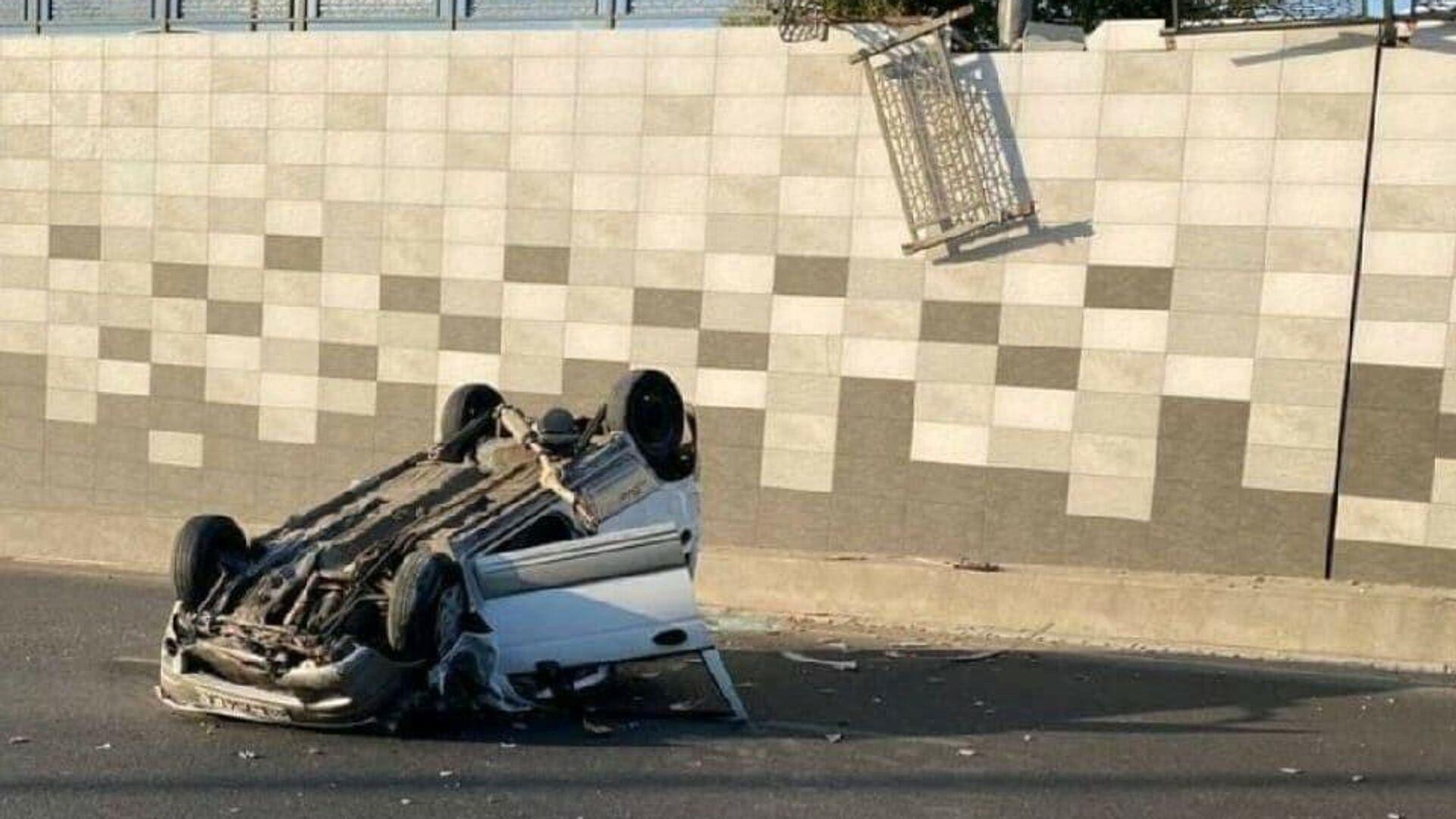 ДТП в Ташкенте: Matiz протаранил ограждение и упал с моста — видео - Sputnik Узбекистан, 1920, 05.07.2021