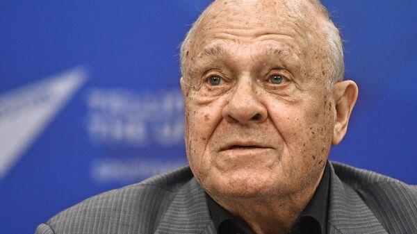 Творческая встреча с В. Меньшовым к его 80-летнему юбилею - Sputnik Узбекистан