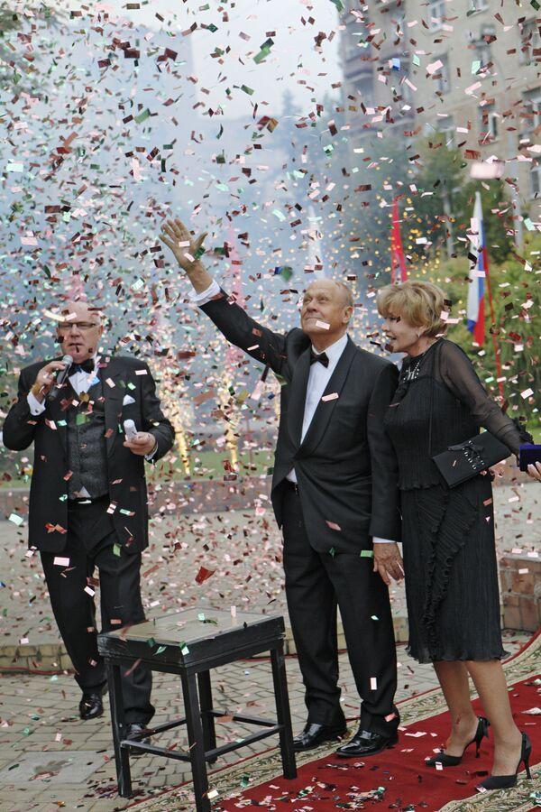 Vladimir Menshov rafiqasi Vera Alentova bilan. - Sputnik Oʻzbekiston