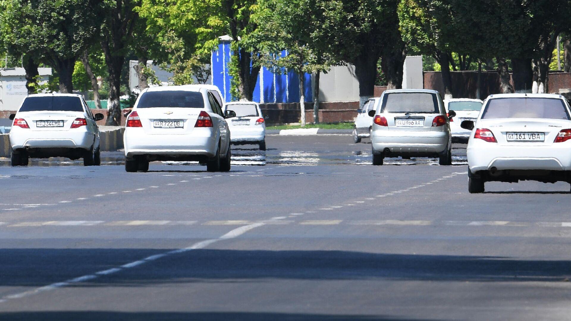 Страна белых автомобилей. Белый цвет больше отражает свет и меньше нагревается - Sputnik Узбекистан, 1920, 11.10.2021