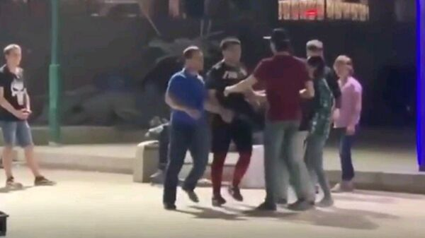 Скейтеры против качков: самая обсуждаемая драка в Ташкенте - видео - Sputnik Ўзбекистон