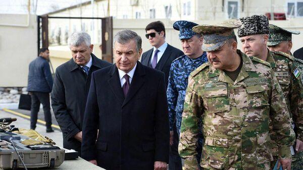 Шавкат Мирзиёев посетил Чирчикский военный полигон - Sputnik Ўзбекистон