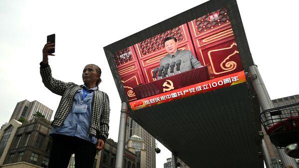 Трансляция выступления председателя КНР Си Цзиньпиня в честь 100-летия юбилея Коммунистической партии Китая - Sputnik Узбекистан