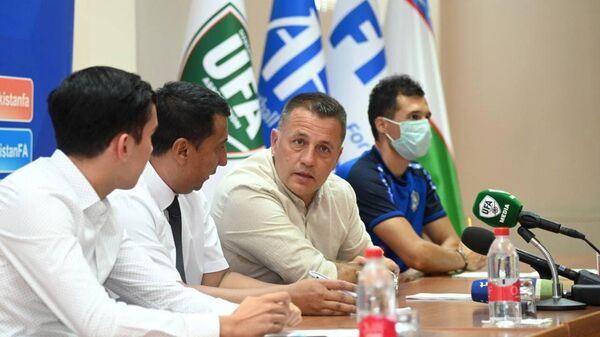 В Ташкент прибыл тренер футбольной академии Барселона - Sputnik Узбекистан