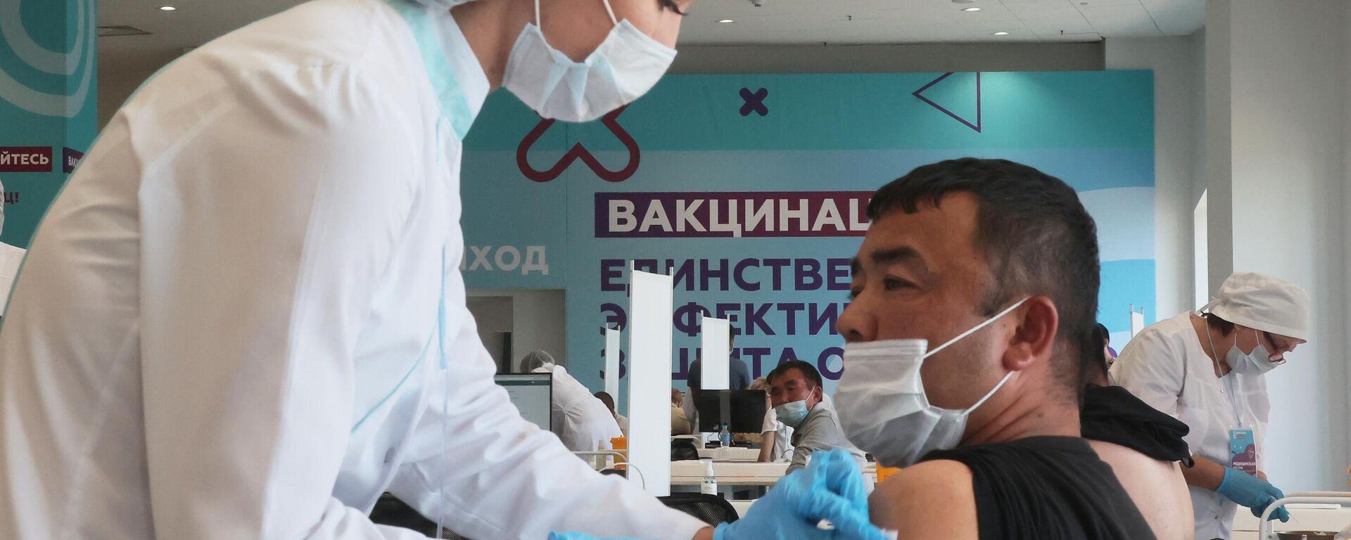 Центр вакцинации от COVID-19 в Лужниках - Sputnik Узбекистан, 1920, 06.08.2021