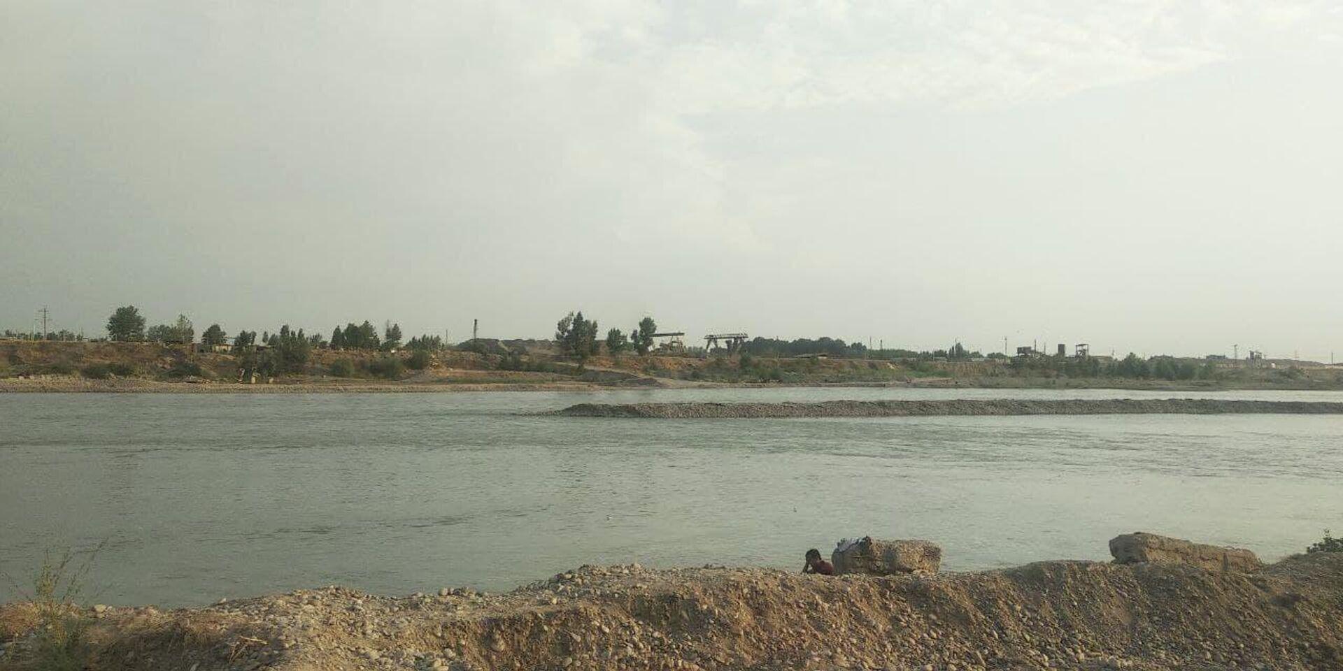 Река Нарын, протекающая через Уйчинский район Наманганской области - Sputnik Узбекистан, 1920, 13.07.2021