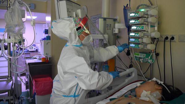 Лечение больных с COVID-19 в ГКБ №52 - Sputnik Ўзбекистон