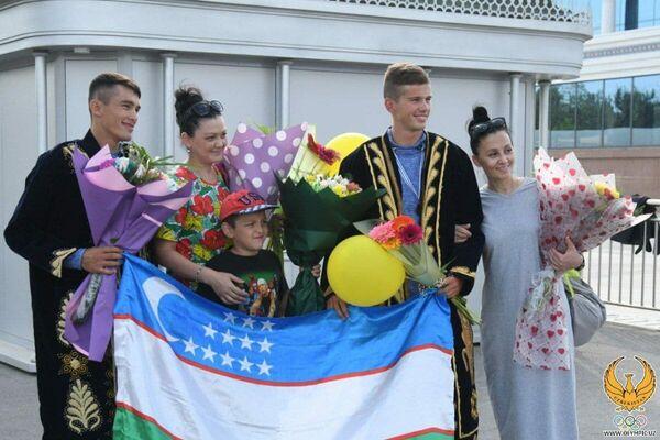 В Ташкенте встретили призеров чемпионата мира по академической гребле, узбекистанцев Евгения Агафонова и Шахзода Нурматова - Sputnik Узбекистан