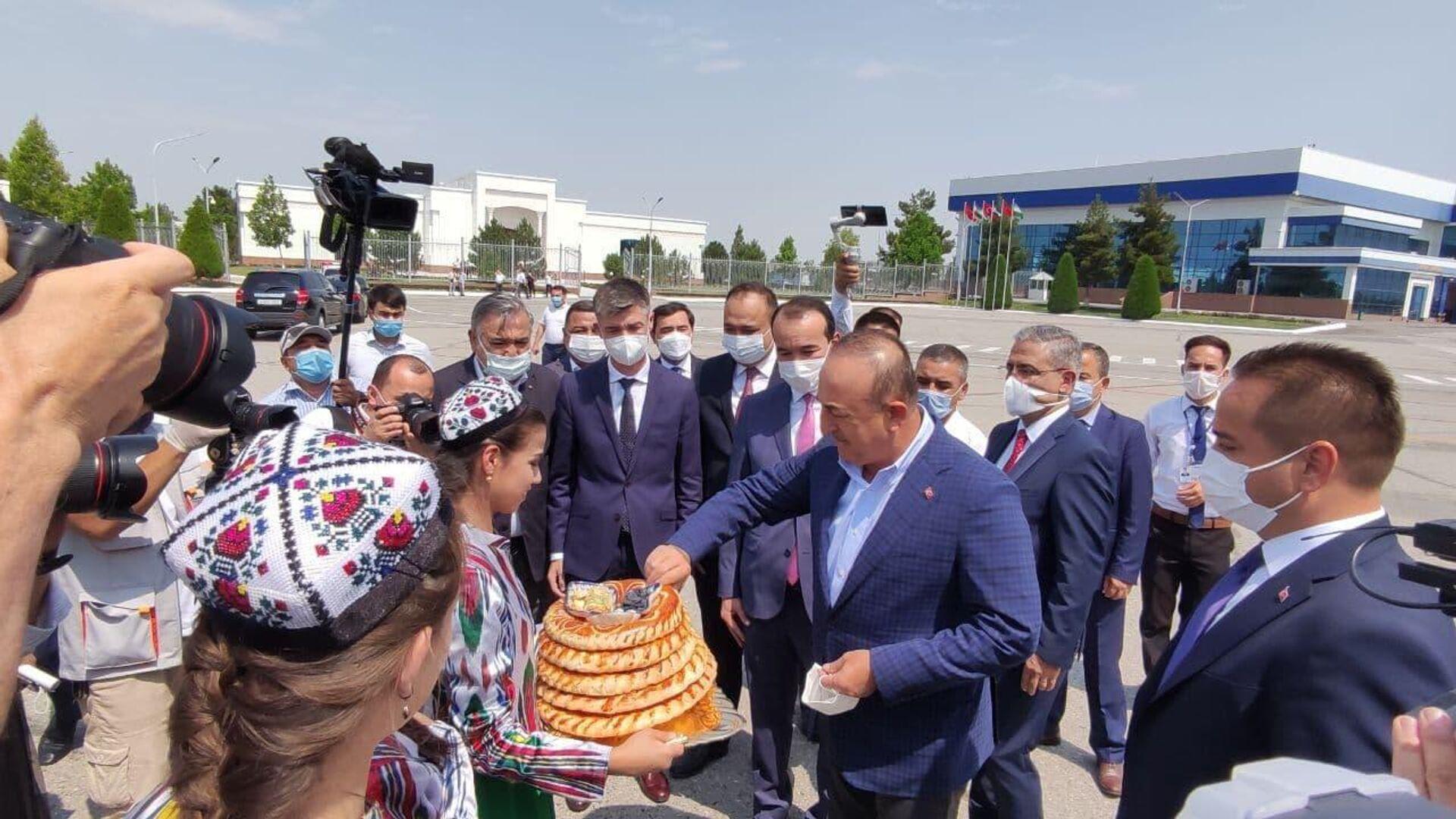 Глава МИД Турции прибыл в Узбекистан - Sputnik Узбекистан, 1920, 14.07.2021