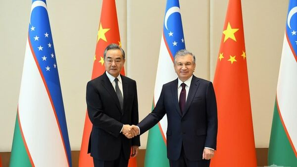 Президент Узбекистана Шавкат Мирзиёев принял члена Государственного совета, министра иностранных дел Китайской Народной Республики Ван И - Sputnik Узбекистан