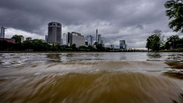 Razlivshayasya reka Mayn vo Frankfurte, Germaniya - Sputnik Oʻzbekiston