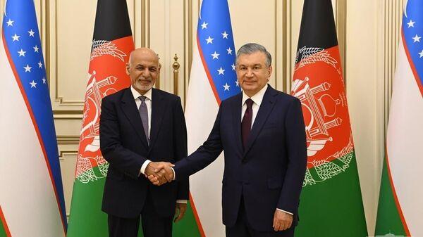 Президент Республики Узбекистан Шавкат Мирзиёев 15 июля встретился с Президентом Исламской Республики Афганистан Ашрафом Гани - Sputnik Узбекистан
