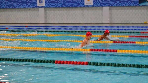 Соревнования по плаванию в Узбекистане - Sputnik Узбекистан