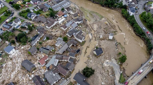 Разрушенные дома видны недалеко от реки Ар в Шульде, Германия  - Sputnik Ўзбекистон