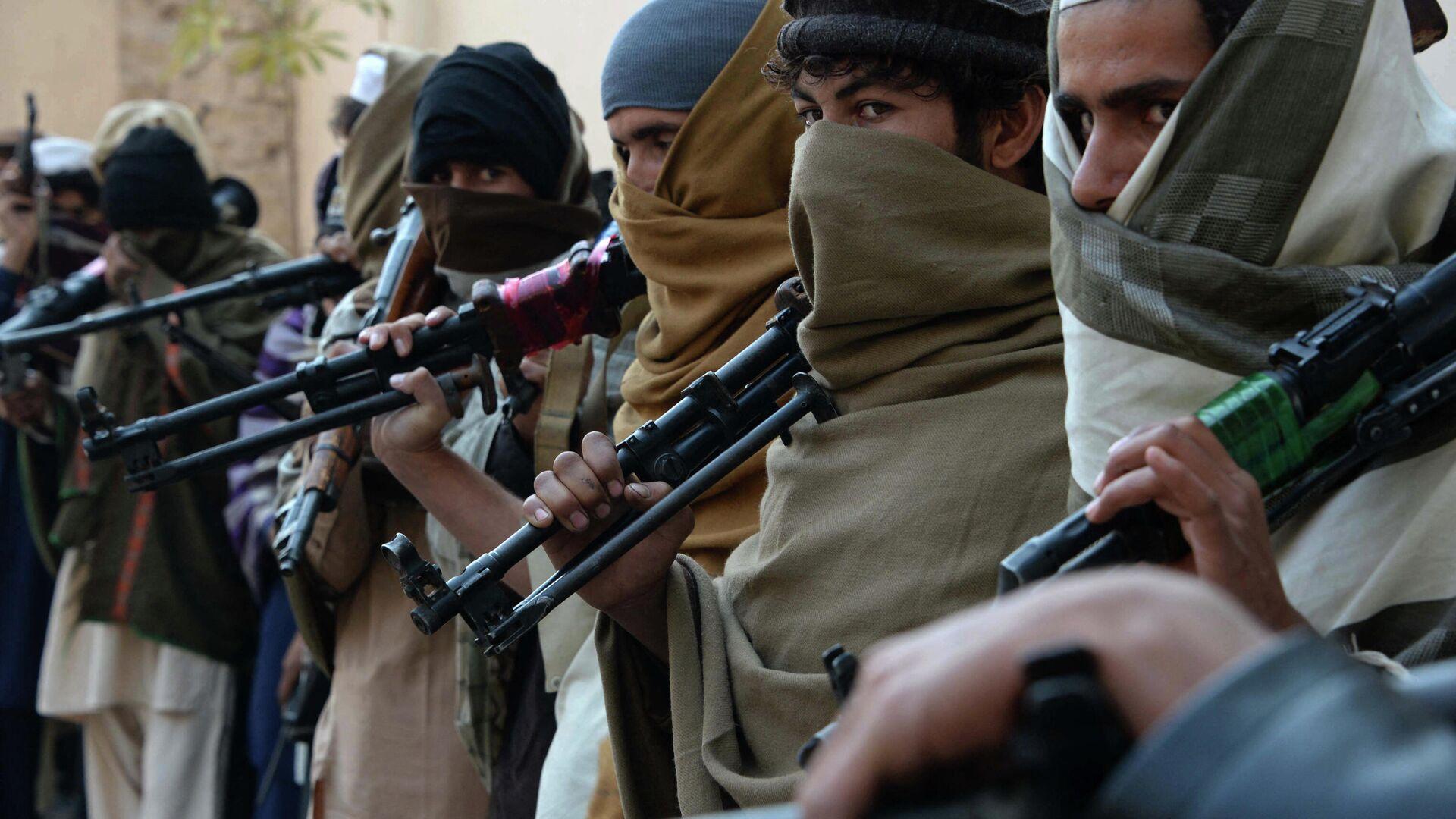 Вооруженные люди в Афганистане - Sputnik Ўзбекистон, 1920, 12.08.2021