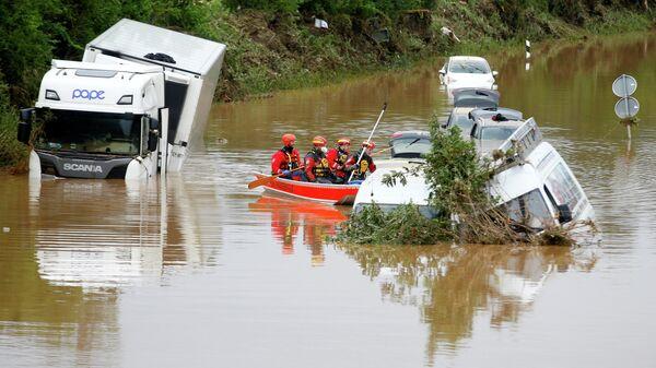 Затопленная дорога в Эрфтштадте, Германия  - Sputnik Узбекистан
