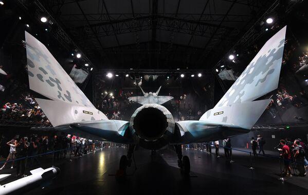 Максимальная боевая нагрузка составляет 7,4 тыс. кг, дальность полета без подвесных топливных баков — 2,9 тыс. км. Это очень высокие показатели для условно легких однодвигательных машин. - Sputnik Узбекистан
