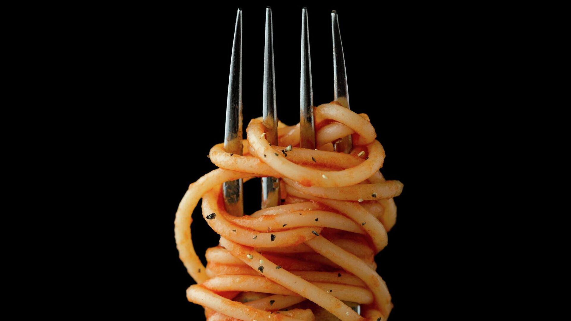 Вилка со спагетти - Sputnik Узбекистан, 1920, 21.07.2021