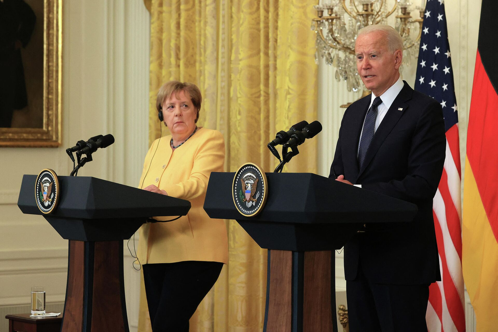 Канцлер Германии Ангела Меркель и президент США Джо Байден во время совместной пресс-конференции в Белом доме  - Sputnik Узбекистан, 1920, 22.07.2021