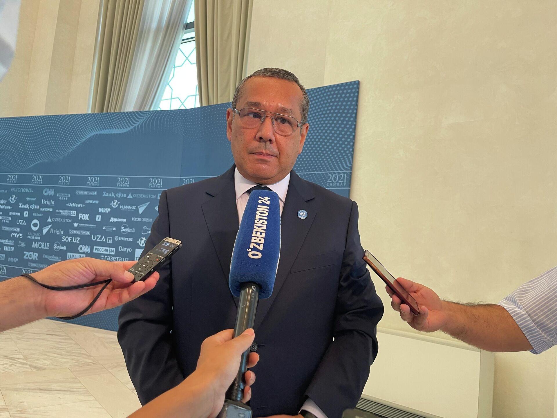 Ulugbek Inoyatov, predsedatel Tsentralnogo soveta Narodno-demokraticheskoy partii Uzbekistana - Sputnik Oʻzbekiston, 1920, 23.07.2021