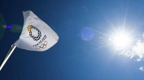 Flag s simvolikoy Olimpiyskix igr v Aomi Urban Sports Park v Tokio. - Sputnik Oʻzbekiston