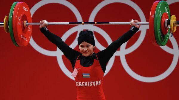 Uzbekskaya shtangistka Muattar Nabiyeva podnyala 98 kg i ustanovila olimpiyskiy rekord. - Sputnik Oʻzbekiston