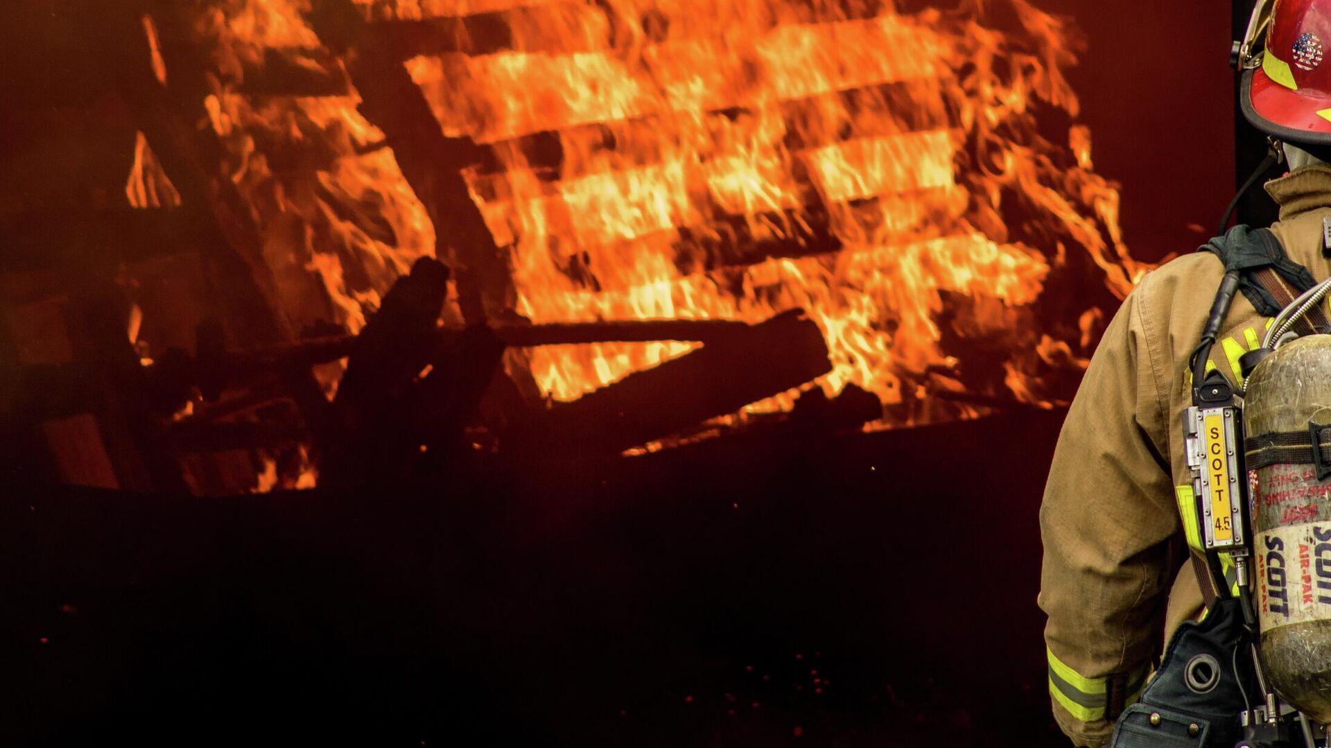 Пожар.Иллюстративное фото - Sputnik Ўзбекистон, 1920, 21.09.2021