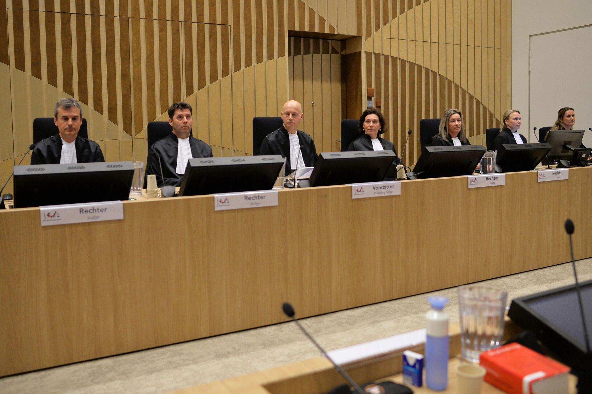 Заседание суда в комплексе правосудия Схипхол (Justice Complex Schiphol) в нидерландском Бадхоеведорпе по делу о крушении самолета Boeing 777 рейса MH17 - Sputnik Узбекистан, 1920, 28.07.2021