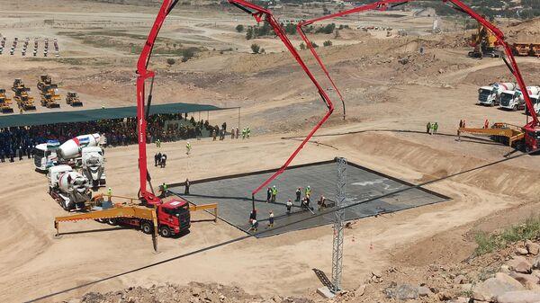 Начало строительства медно-обогатительной фабрики на АГМК - Sputnik Узбекистан
