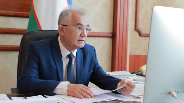Директор Национального центра по правам человека Акмаль Саидов во время онлайн-конференции на тему борьбы с торговлей людьми - Sputnik Узбекистан