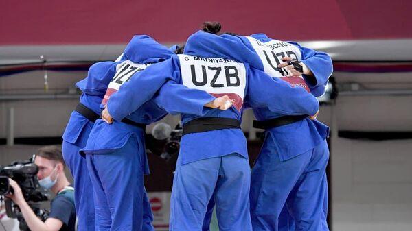Узбекские дзюдоисты во время состязания с соперниками из Нидерландов - Sputnik Узбекистан