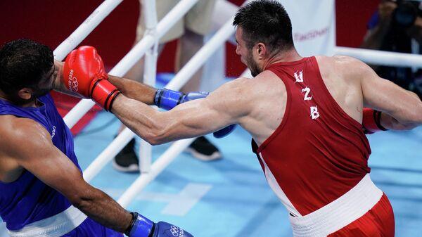 Боксер Баходир Джалолов выиграл четвертьфинал у индийца Сатиша Кумара - Sputnik Ўзбекистон