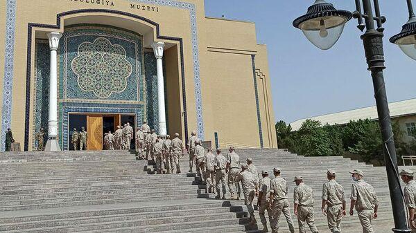 Российские военнослужащие посетили государственные музеи Узбекистана в городе Термез  - Sputnik Узбекистан