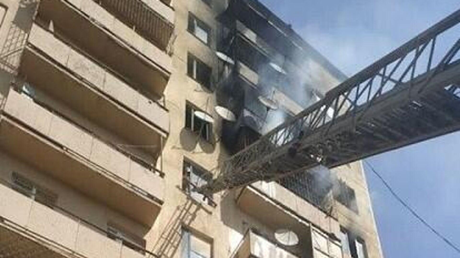 Пожар в многоэтажном здании в Ангрене - Sputnik Узбекистан, 1920, 02.10.2021