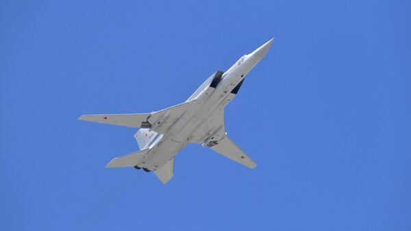 Cверхзвуковой бомбардировщик-ракетоносец Ту-22М3 - Sputnik Узбекистан