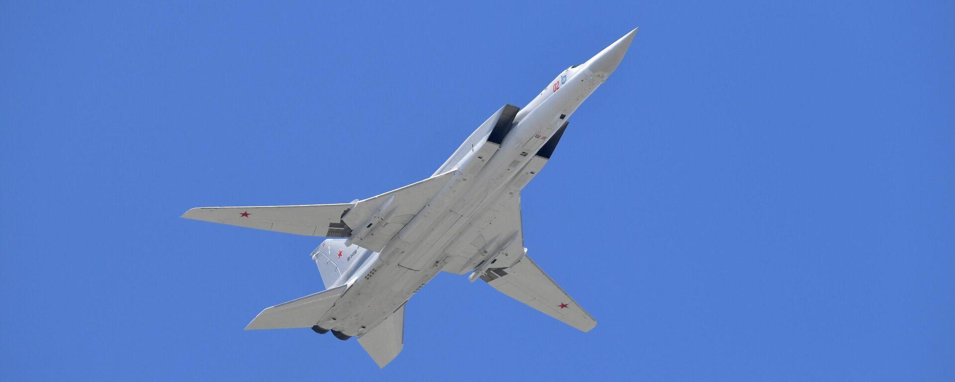 Cверхзвуковой бомбардировщик-ракетоносец Ту-22М3 - Sputnik Узбекистан, 1920, 05.08.2021
