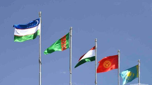 Shavkat Mirziyoyev pribыl v Turkmenbashi - Sputnik Oʻzbekiston