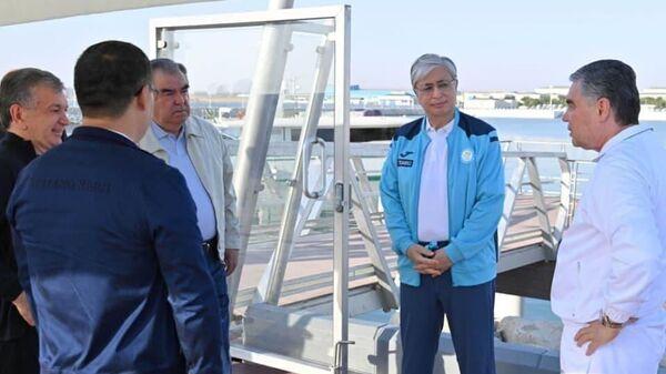 Prezidentы stran Tsentralnoy Azii progulyalis na yaxte po Kaspiyskomu moryu v xode vizita v Turkmenistan. - Sputnik Oʻzbekiston