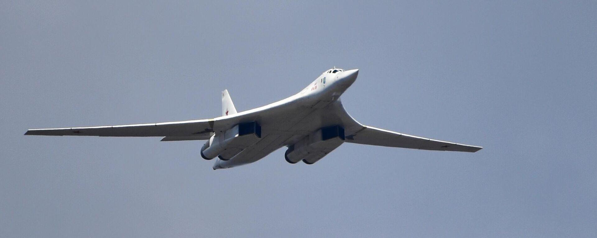 Стратегический бомбардировщик-ракетоносец Ту-160 - Sputnik Узбекистан, 1920, 08.08.2021