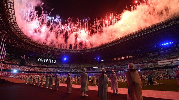 Salyut na torjestvennoy tseremonii zakrыtiya XXXII letnix Olimpiyskix igr v Tokio na Natsionalnom olimpiyskom stadione  - Sputnik Oʻzbekiston