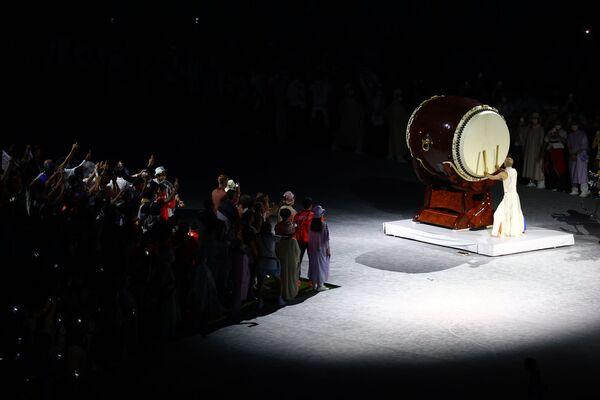 """Tokiodagi """"Olimpiya"""" stadionida XXXII yozgi Olimpiya oʻyinlarining tantanali yopilish marosimi - Sputnik Oʻzbekiston"""